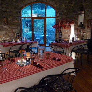 Top Barn dining at Nab Cottage
